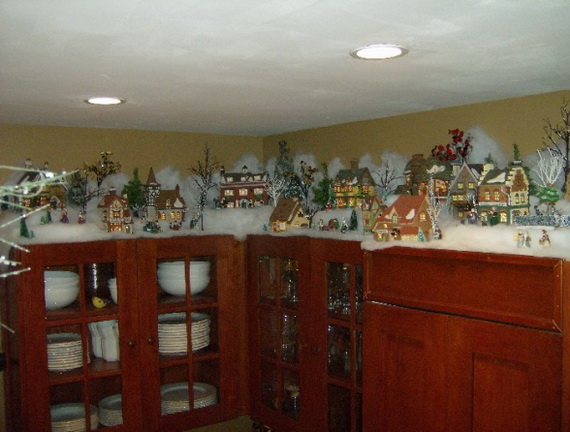 Christmas kitchen decor cnug design on vine for Christmas decorating ideas for kitchen cabinets