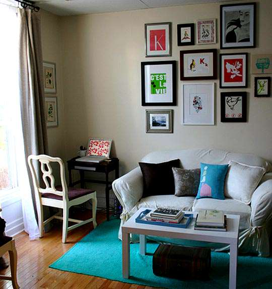 Living room ideas for small spaces design on vine for Small space apartment ideas