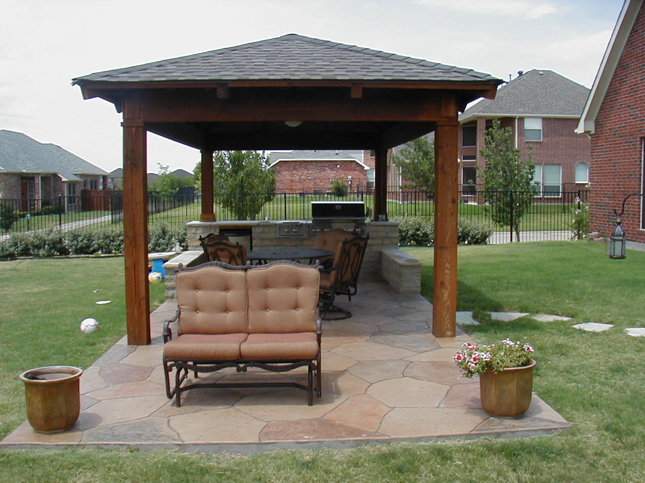 Outdoor covered patio ideas reqg design on vine for Backyard patio design ideas