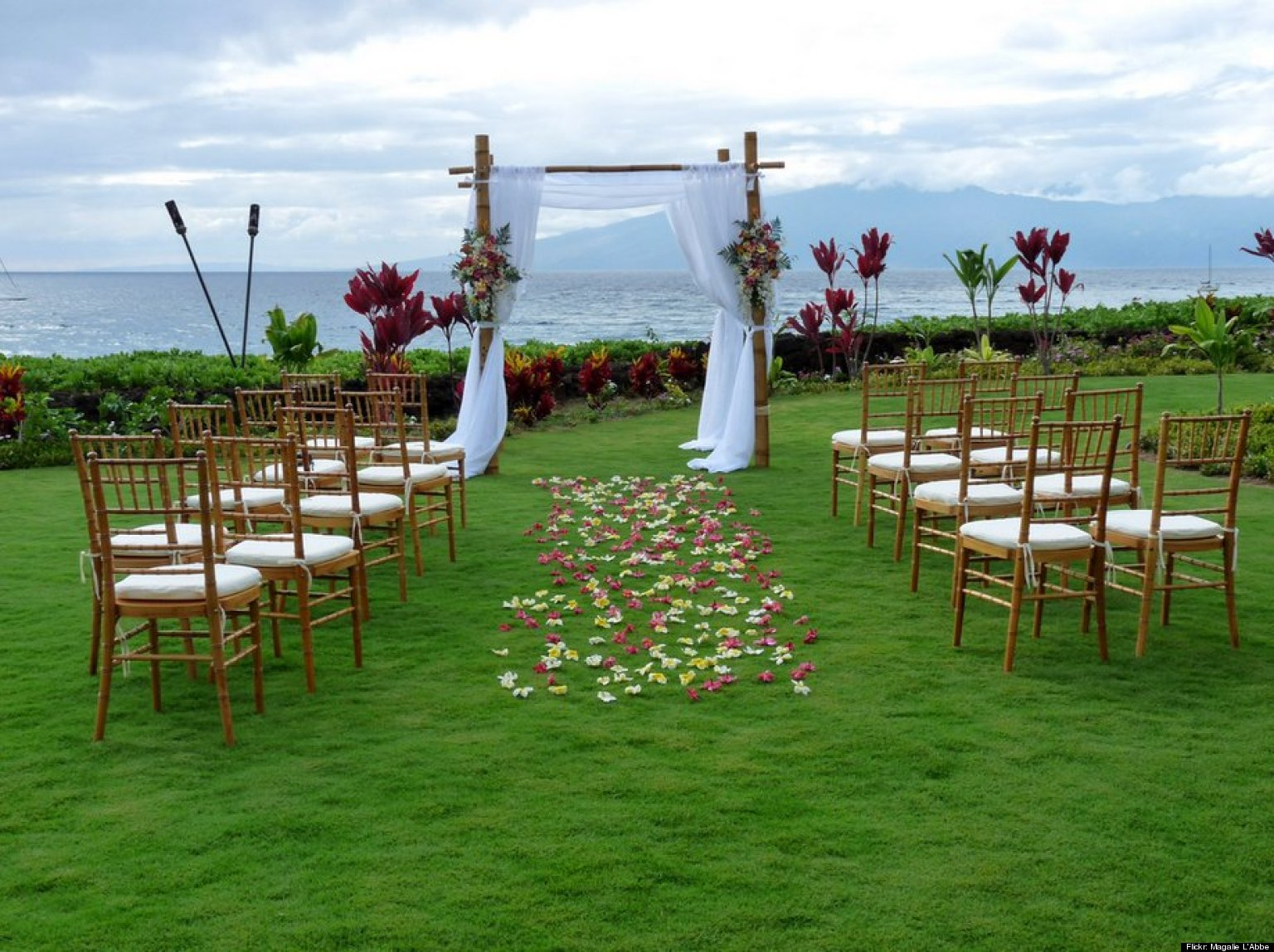 Small outdoor wedding ideas mxqs design on vine for Small outdoor decorating ideas