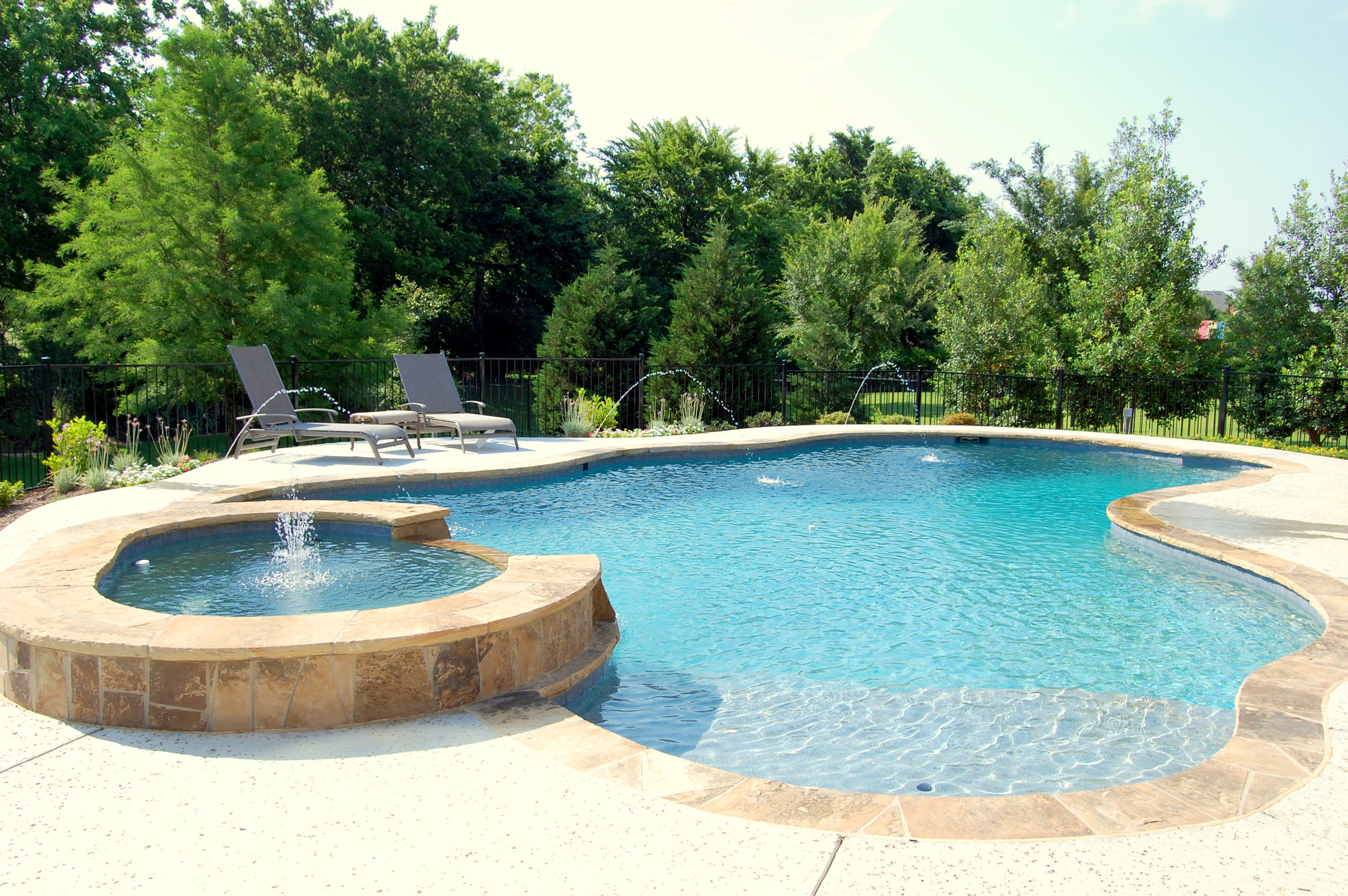 Spa and swimming pool kgnv design on vine for Designer spas and pools
