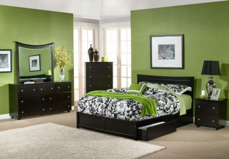 bedroom decorating ideas using green wall - Design On Vine